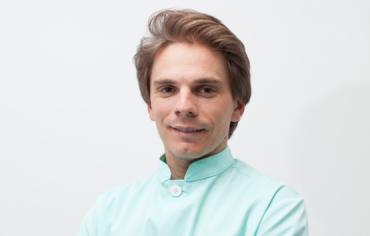 Implantes dentales en Chamberí - Baquero Odontología Familiar-Álvaro
