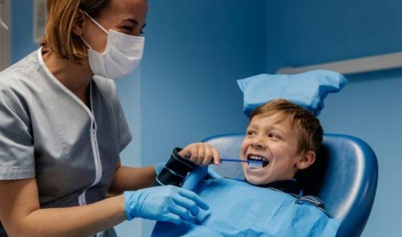 Odontopediatra, ¿cuándo deben ir al dentista mis hijos?